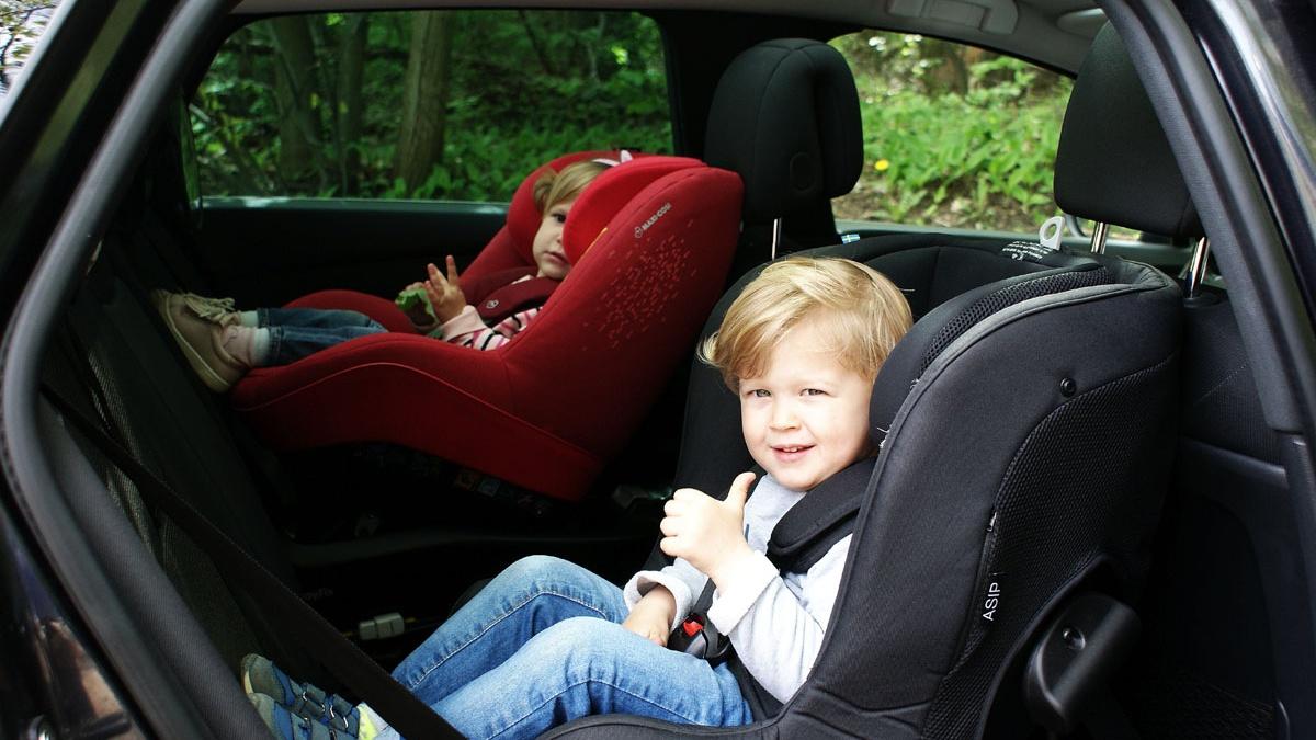 przewożenie dzieci tyłem do kierunku jazdy