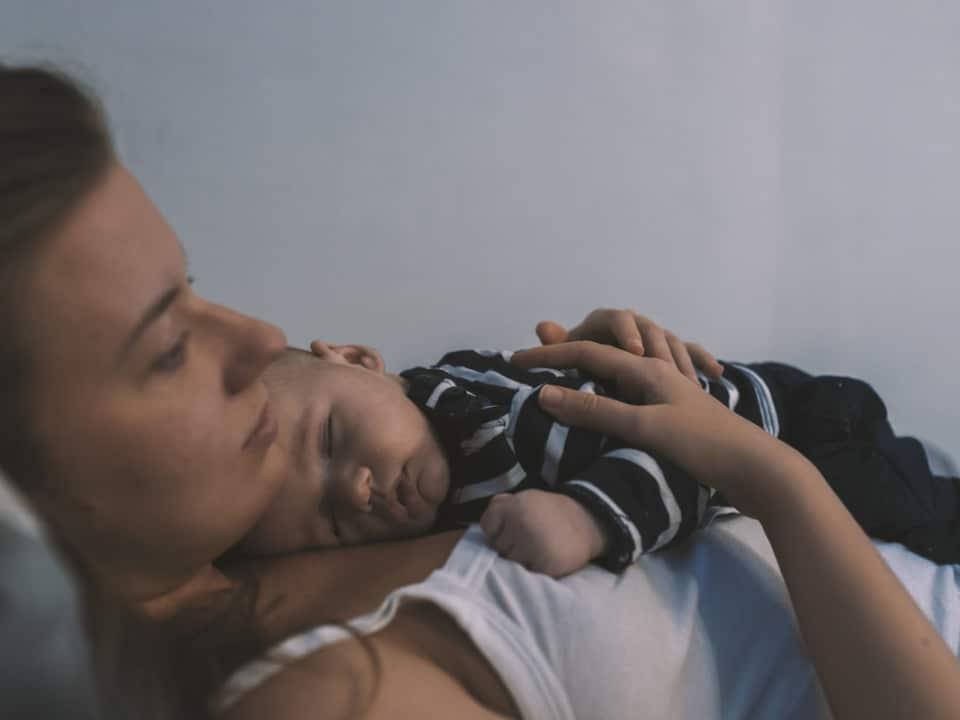 kobieta po urodzeniu dziecka
